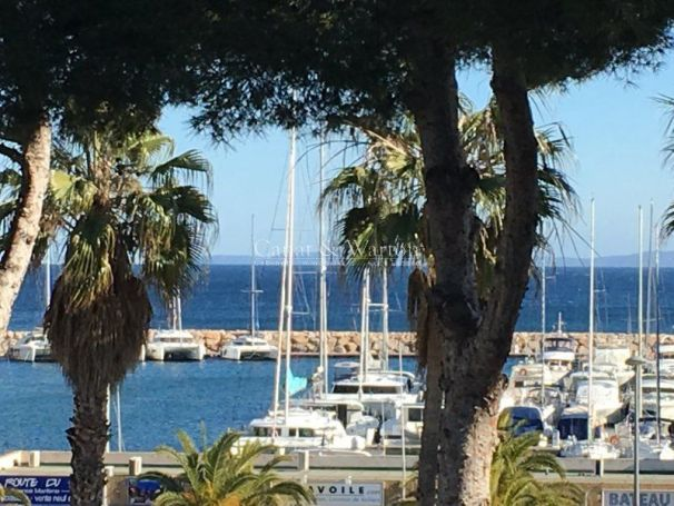 A vendre Appartement 4 pieces 113 m2 FACE AU PORT DE HYERES