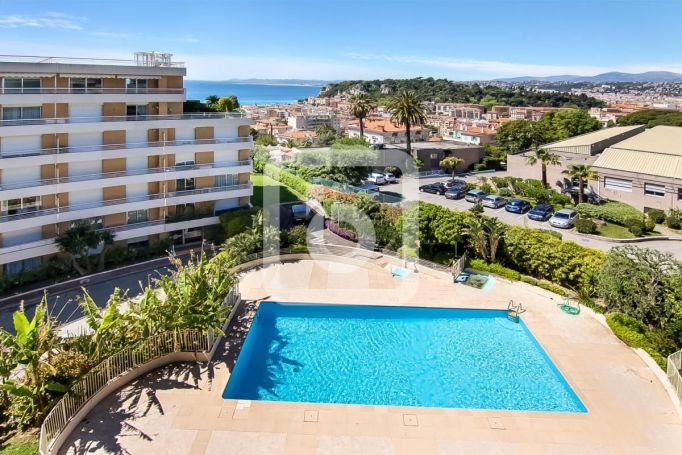 PENTHOUSE T4 120 M2 TERRASSE VUE MER NICE