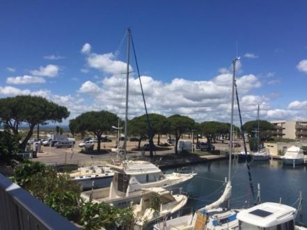 LOCATION VACANCES APPARTEMENT T3 marina parking LE GRAU DU ROI