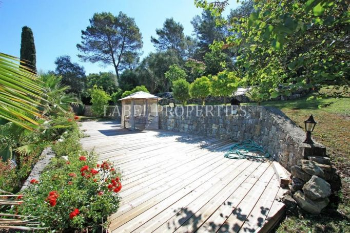 APPARTEMENT NEUF  390 M2  MOUGINS