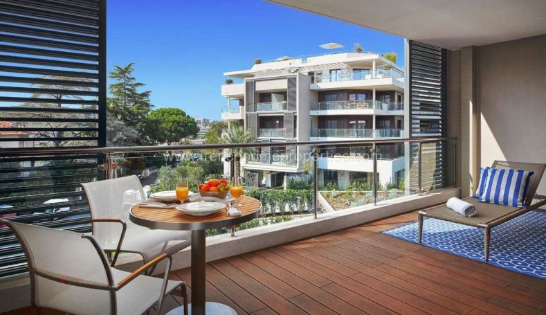 A vendre LUXUEUX APPARTEMENT T3 102 M² ANTIBES