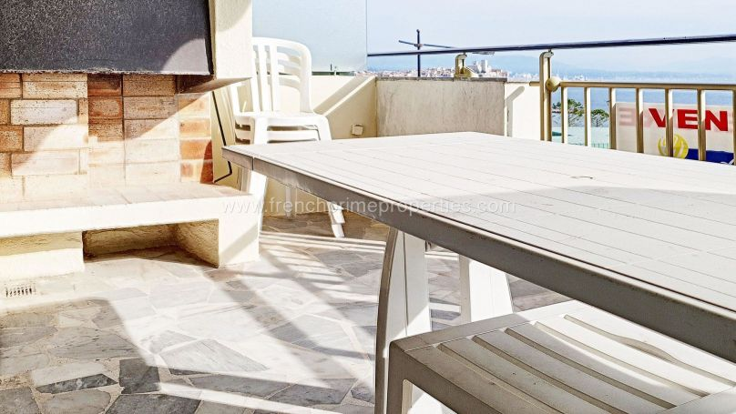 A vendre SPACIEUX APPARTEMENT T2 63 M² VUE MER PLAGE A PIEDS Antibes- Salis