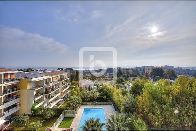 APPARTEMENT T3 69 M2 TERRASSE VUE MER ANTIBES