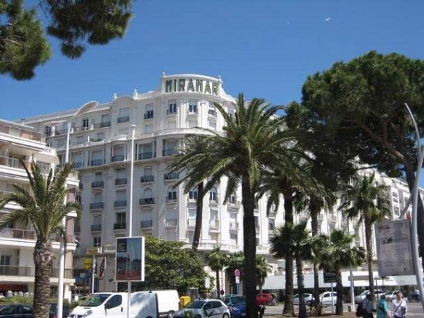 APPARTEMENT T3 130 M2 VUE MER CANNES