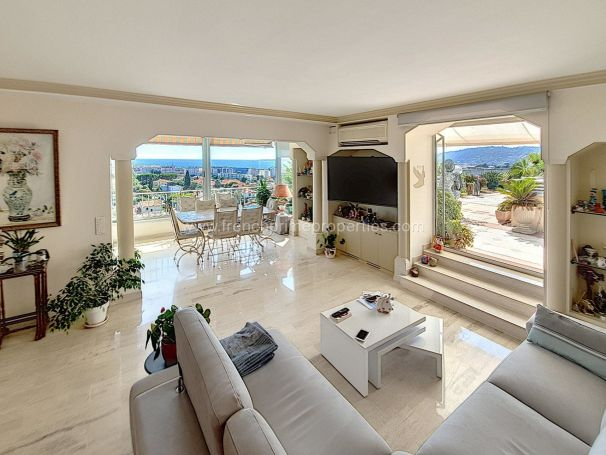 A vendre PENTHOUSE 92m² VUE MER ANTIBES