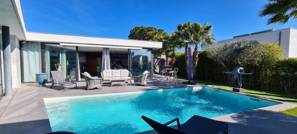 A vendre BELLE VILLA CONTEMPORAINE 217 M² SAINT RAPHAEL