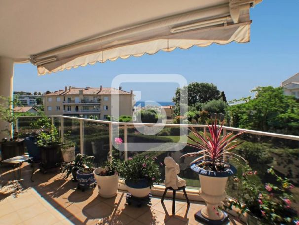 APPARTEMENT T4 108 M2 TERRASSE VUE MER ANTIBES