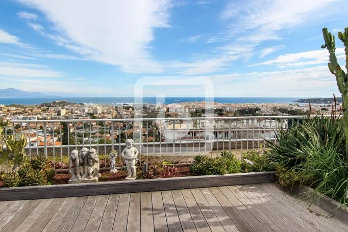 APPARTEMENT T3 115 M2 TERRASSE VUE MER ANTIBES